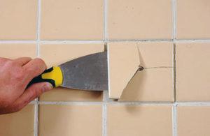 Ремонт керамической плитки на стене