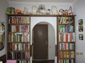 книжные полки из старой мебели