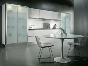 Стекло и металл в дизайне кухни