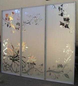 Двери шкафа купе из расписанного стекла