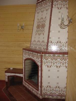 Камин украшенный плиткой
