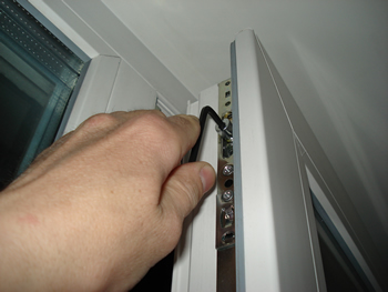 Регулировка балконной двери