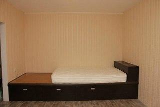 кровать-подиум в квартиру