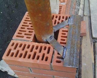 Забор из кирпича устройство
