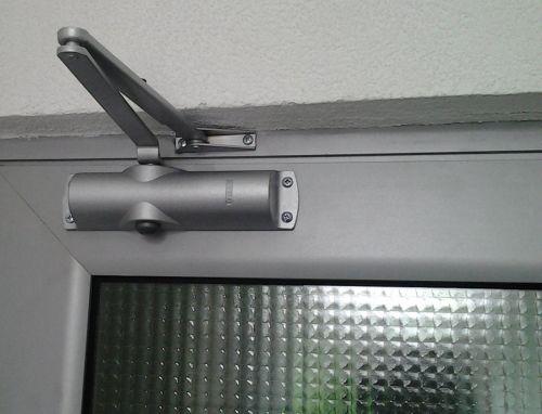 для чего нужен дверной доводчик