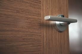 Оклейка двери пленкой