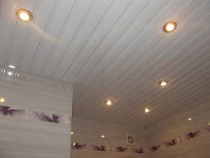 Подвесной потолок в совмещенном санузле